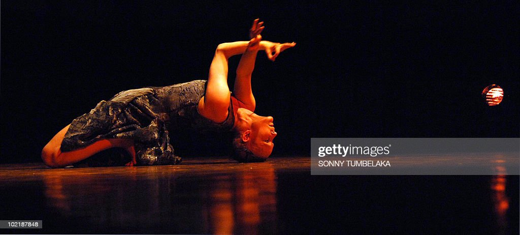 This photograph taken on June 17, 2010 shows Swedish dancer and choreographer Virpi Pahkinen performing contemporary dance during the 32nd Bali Art Festival in Denpasar. The annual art festival showcase's Bali's rich culture and tradition and attracts international as well as local participants. AFP PHOTO/SONNY TUMBELAKA