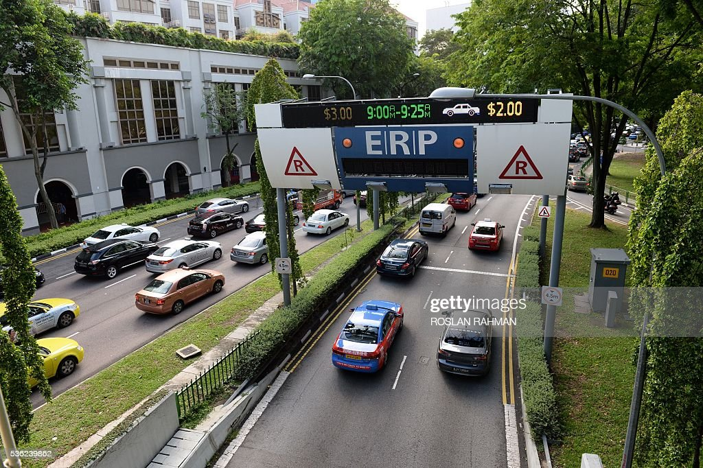 This photograph taken on May 31, 2016 shows motorists enter the central business district during morning peak period in Singapore. / AFP / ROSLAN