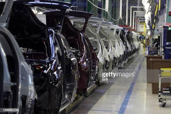This picture shows an aseembly line at a Fiat carmaker plant on December 20 2012 in Melfi near Potenza AFP PHOTO / DONATO FASSANO