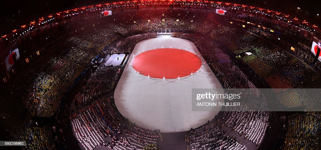 TOPSHOT - This picture shows an overview of the presentation of Tokyo 2020 during the closing ceremony of the Rio 2016 Olympic Games under the rain at the Maracana stadium in Rio de Janeiro on August 21, 2016. / AFP / Antonin THUILLIER