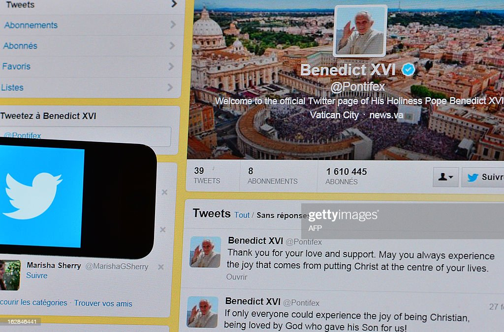 This picture shows Pope Benedict XVI's last tweet on February 28, 2013 in Rome. Pope Benedict XVI urged his followers to put 'Christ at the centre of your lives' in his final tweet from his Twitter handle @pontifex on Thursday, three hours before his historic retirement. AFP PHOTO / GABRIEL BOUYS