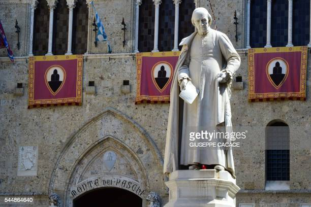 This picture shows the headquarters of the Monte dei Paschi di Siena bank on July 2 2016 in Siena in the Italian region of Tuscany Italy's...