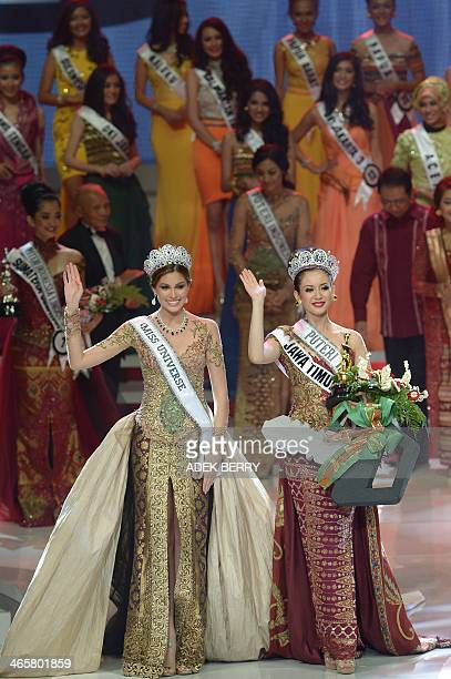 This picture taken in Jakarta on January 29 2014 shows Miss Indonesia 2014 Elvira Devinamira from East Java and Miss Universe Maria Gabriela Isler...