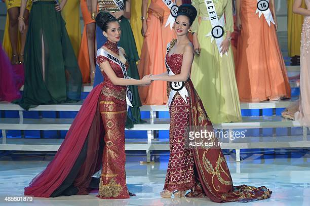 This picture taken in Jakarta on January 29 2014 shows Miss Indonesia 2014 Elvira Devinamira from East Java and first runnerup Elfin Pertiwi from...