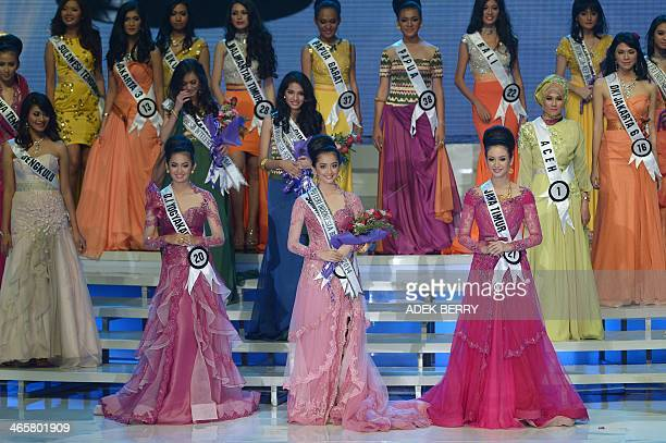 This picture taken in Jakarta on January 29 2014 shows Miss Indonesia 2014 Elvira Devinamira from East Java first runner up Elfin Pertiwi from South...