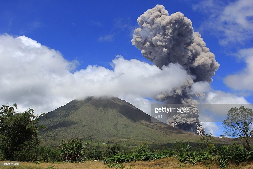 This picture taken in Tomohon on February 2, 2013 shows the Lokon volcano spewing hot smoke in the air. Lokon volcano, one of very active volcanoes in Indonesia spewed its hot and thick smoke 2,000 metres into the air, a local official said. Indonesia, an archipelago of 240 million people, is prone to earthquakes and volcano eruptions because it sits along the Pacific 'RIng of Fire.' AFP PHOTO