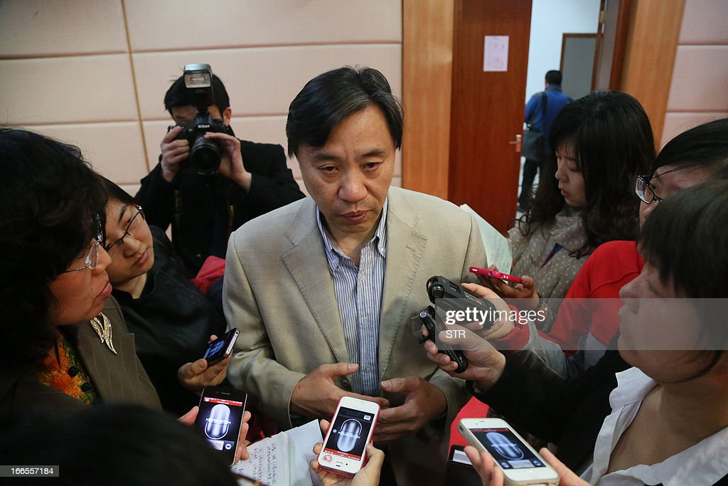 This picture taken on April 13, 2013 shows Li Xingwang (C), a head doctor at Ditan Hospital, answering questions from journalists after Beijing reported its first human H7N9 bird flu case. China's H7N9 bird flu virus spread to a new province on April 14, with state media reporting two human cases in central Henan just west of the area where the disease has been centred. Until April 13, when one case was reported in the capital of Beijing, all other instances had occurred in the eastern city of Shanghai and nearby Zhejiang, Jiangsu and Anhui provinces hundreds of miles (kilometres) away. CHINA