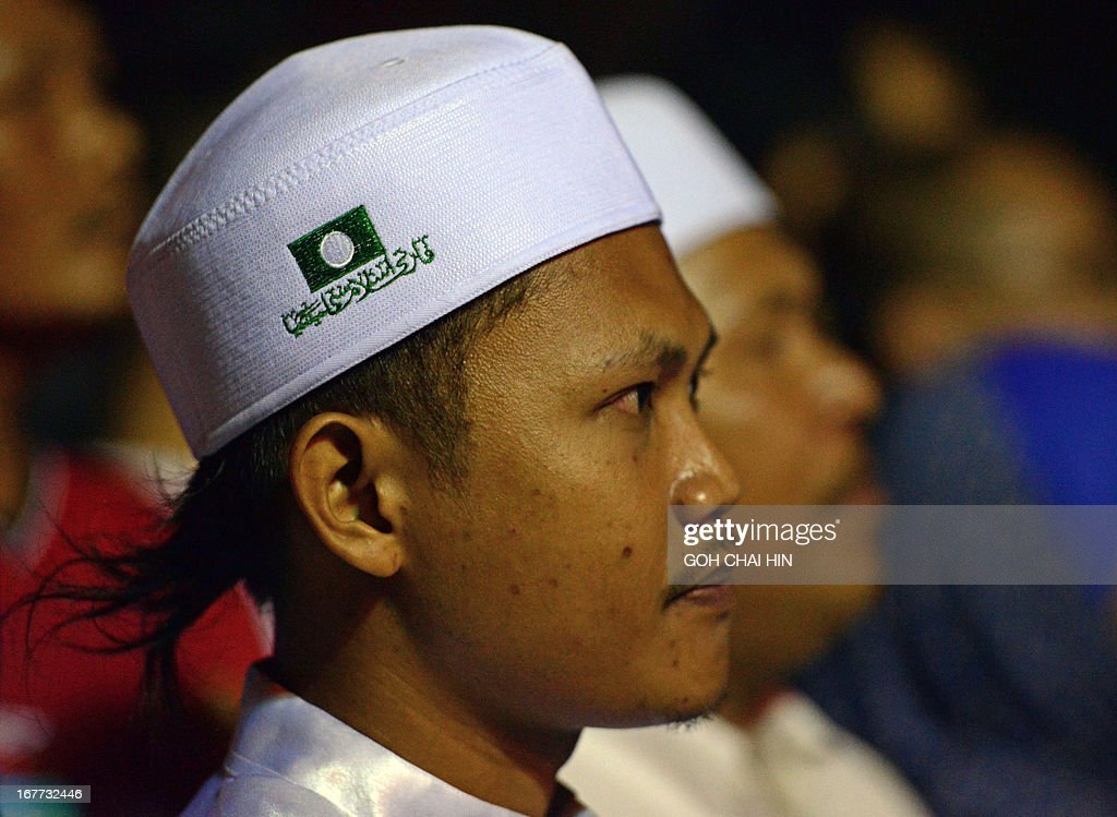 This picture taken on April 28, 2013 shows members of the Islamist Party PAS waiting for the arrival of opposition leader Anwar Ibrahim during an election rally in Sungai Buloh. Anwar Ibrahim holds a slight edge over Malaysian premier Najib Razak ahead of a hotly anticipated election showdown on May 5, according to the latest opinion poll on April 26.