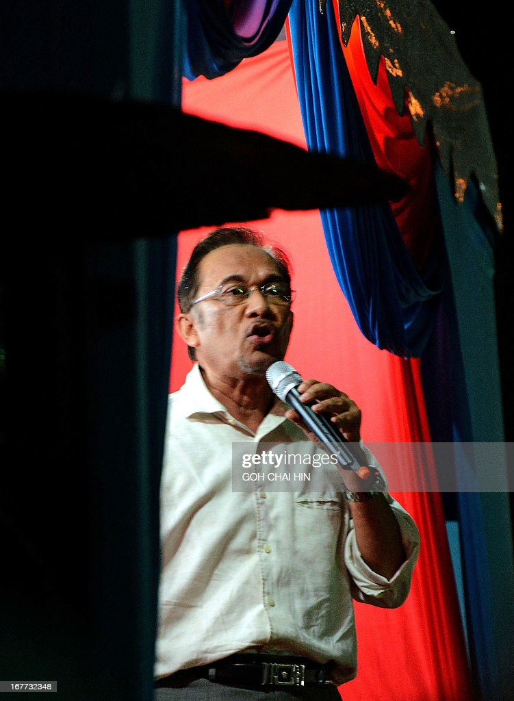 This picture taken on April 28, 2013 shows opposition leader Anwar Ibrahim talking to the crowd during a rally in Sungai Buloh. Anwar Ibrahim holds a slight edge over Malaysian premier Najib Razak ahead of a hotly anticipated election showdown on May 5, according to the latest opinion poll on April 26. AFP PHOTO / GOH CHAI HIN