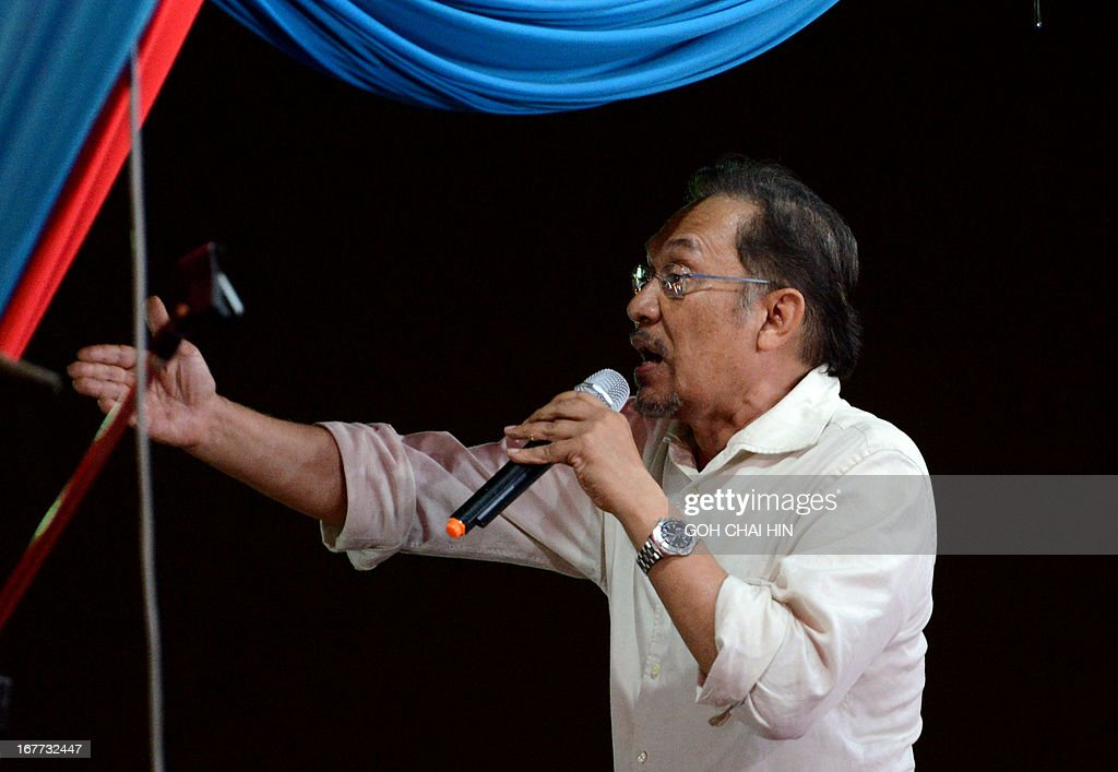 This picture taken on April 28, 2013 shows opposition leader Anwar Ibrahim talking to the crowd during a rally in Sungai Buloh. Anwar Ibrahim holds a slight edge over Malaysian premier Najib Razak ahead of a hotly anticipated election showdown on May 5, according to the latest opinion poll on April 26.