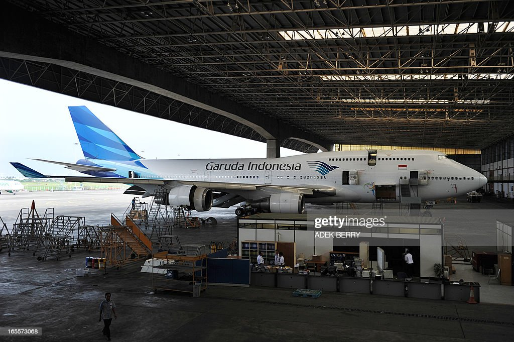 This picture taken on April 4, 2013 in Tangerang shows Indonesian technicians from GMF (Garuda Maintenance Facilities), a subsidiary of national carrier Garuda Indonesia cleaning a Garuda Boeing 747-400 plane at the Sukarno-Hatta airport in Tangerang. A new rivalry between the world's biggest planemakers is heating up in Indonesia after a record deal for Airbus in a market with huge potential that until now has been a 'fortress' for Boeing. Indonesians are increasingly relying on air travel to link the archipelago of 17,000-odd islands, with up to 900 new planes set to be delivered to Indonesia in the next decade, according to the government. The potential is massive -- only six percent of Indonesians have travelled by air, according to officials, in a nation of 240 million people that has consistently clocked annual economic growth above six percent. AFP PHOTO / ADEK BERRY