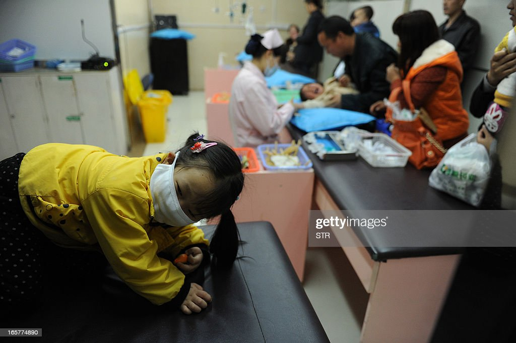 This picture taken on April 5, 2013 shows Chinese families registering their children to get flu treatments at a hospital in Hefei, east China's Anhui province. The number of confirmed H7N9 flu virus infections rose to 16 with two new ones in neighbouring Jiangsu, as health experts are concerned that the virus appears to have spread across a wide geographical area, with people sickened not only in Shanghai, but also the nearby provinces of Zhejiang, Jiangsu and Anhui. CHINA