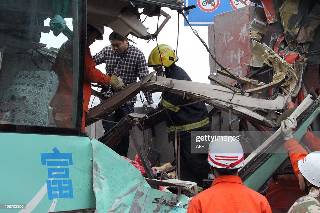 This picture taken on December 27, 2012 shows rescue workers attempting to save victims following an accident in Renshou, southwest China's Sichuan province. The accident resulted in seven dead and 19 injured. CHINA OUT AFP PHOTO