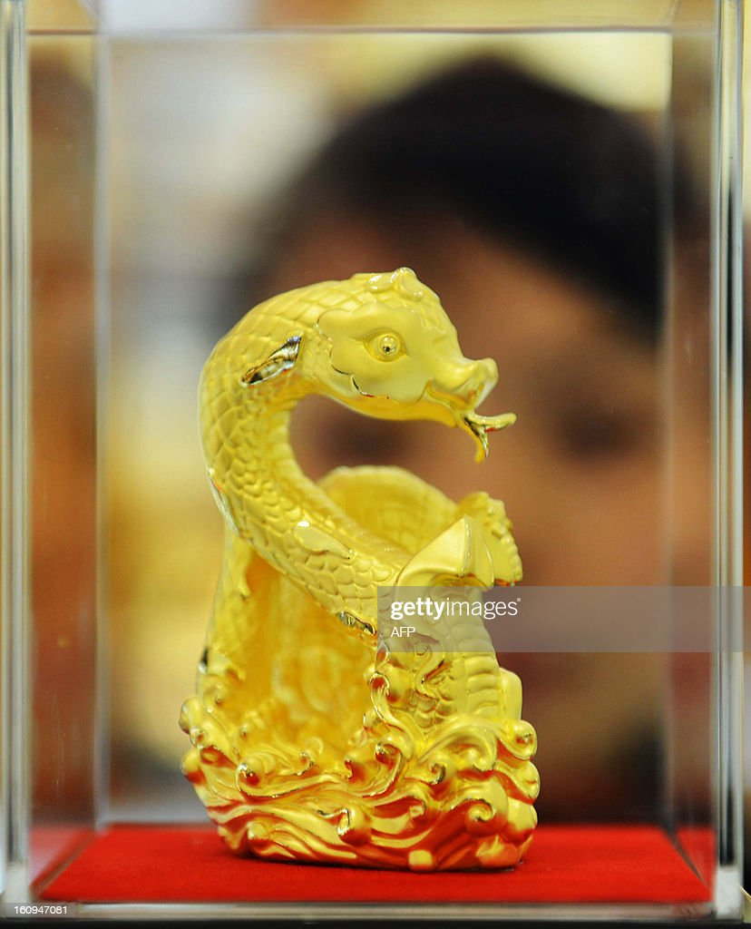 This picture taken on February 7, 2013 shows a gold snake sculpture, which is made to mark the coming year of the snake, on display at a gold shop in Hangzhou, east China's Zhejiang province. The lunar new year, or spring festival, falls on February 10. CHINA