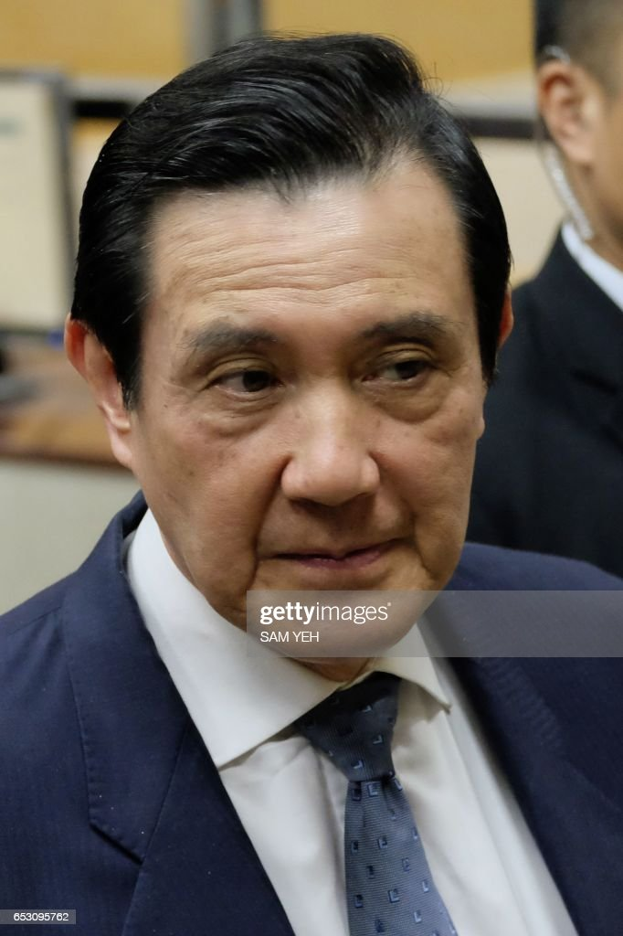 This picture taken on January 10, 2017 shows former Taiwan president Ma Ying-jeou arriving at the Taipei District Court. Taiwan's former president Ma Ying-jeou was slapped with new charges on March 14 in a political leaks controversy, just weeks before he faces possible conviction in another related case. / AFP PHOTO / Sam YEH