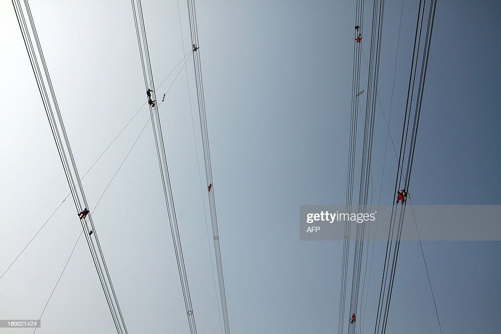 This picture taken on January 24, 2013 shows laborers working on wire in Jiashan, east China's Zhejiang province. China's manufacturing activity expanded in January at its fastest pace in two years, HSBC said on January 24, the latest sign of recovery in the world's second biggest economy. CHINA OUT AFP PHOTO