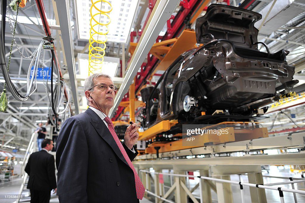 This picture taken on July 2, 2013 shows Philippe Varin, CEO of PSA Peugeot Citroen, visiting the production line in a new plant of Dongfeng Peugeot-Citroën Automobile Limited (DPCA) in Wuhan, central China's Hubei province. China's second biggest automaker, Dongfeng, has held talks about buying a stake in troubled French car firm PSA Peugeot Citroen, a state-backed newspaper said on July 3. CHINA OUT AFP PHOTO