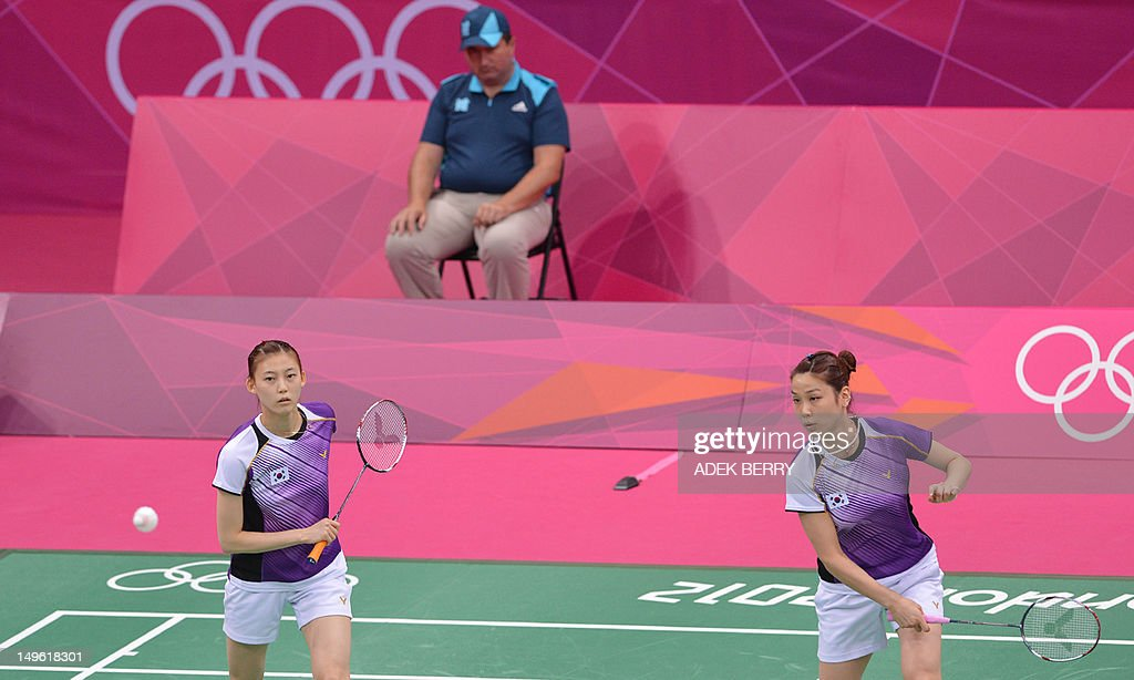 This picture taken on July 31, 2012 shows Kim Ha Na (L) and Jung Kyung Eun of South Korea playing a shot during their women's doubles badminton match against China's Wang Xiaoli and Yu Yang at the London 2012 Olympic Games in London on July 31, 2012. Eight players involved in a match-fixing scandal at the Olympic badminton tournament have been disqualified from the Games, a senior source with knowledge of the case told AFP on August 1, 2012. The eight players -- four from South Korea, two from Indonesia and two from China -- were disqualified following a disciplinary hearing of the Badminton World Federation, the source told AFP.AFP PHOTO / ADEK BERRY