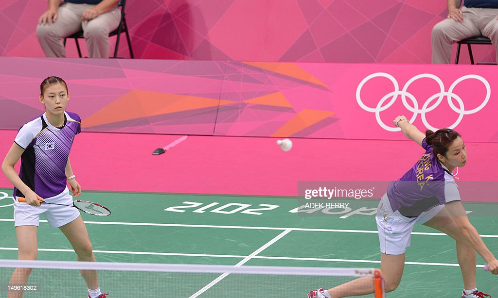 This picture taken on July 31, 2012 shows Kim Ha Na (L) and Jung Kyung Eun of South Korea playing a shot during their women's doubles badminton match against China's Wang Xiaoli and Yu Yang at the London 2012 Olympic Games in London on July 31, 2012. Eight players involved in a match-fixing scandal at the Olympic badminton tournament have been disqualified from the Games, a senior source with knowledge of the case told AFP on August 1, 2012. The eight players -- four from South Korea, two from Indonesia and two from China -- were disqualified following a disciplinary hearing of the Badminton World Federation, the source told