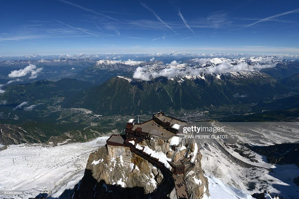 This picture taken on June 29, 2016 shows the Mont-Blanc peak at the top of the Aiguille du Midi mountain above Chamonix, French Alps. / AFP / JEAN