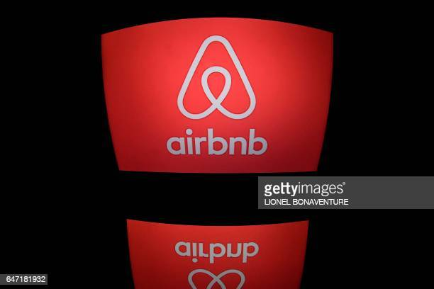 This picture taken on march 2 shows the logo of online lodging service Airbnb displayed on a computer screen in Paris / AFP PHOTO / Lionel BONAVENTURE