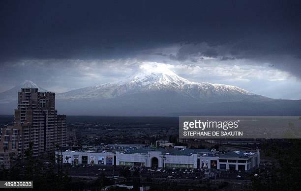 This picture taken on May 12 2014 shows the Ararat mountain in Turkey pictured from the Armenian side AFP PHOTO / STEPHANE DE SAKUTIN