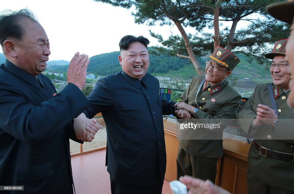 TOPSHOT - This picture taken on May 14, 2017 and released from North Korea's official Korean Central News Agency (KCNA) on May 15 shows North Korean leader Kim Jong-Un (2nd L) reacting during a test launch of a ground-to-ground medium long-range strategic ballistic rocket Hwasong-12 at an undisclosed location. / AFP PHOTO / KCNA VIA KNS / STR / South Korea OUT / REPUBLIC OF KOREA OUT ---EDITORS NOTE--- RESTRICTED TO EDITORIAL USE - MANDATORY CREDIT 'AFP PHOTO/KCNA VIA KNS' - NO