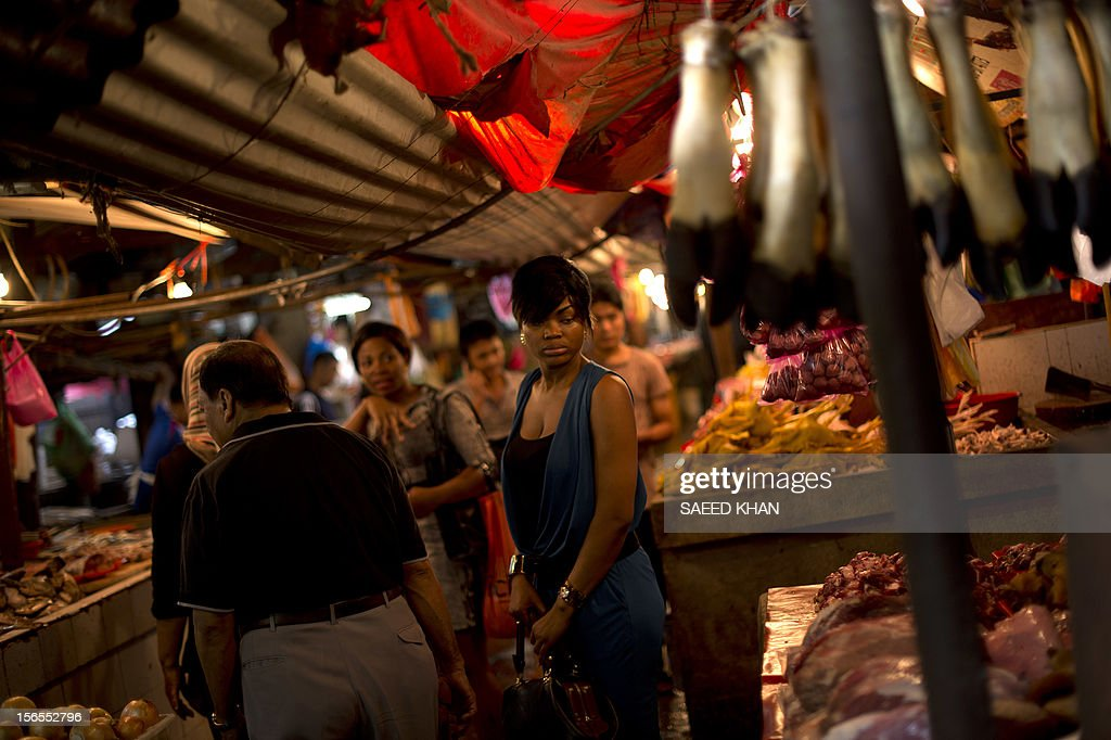 This picture taken on November 16, 2012 shows foreigners and local residents shop at a vegetable wholesale market in down town Kuala Lumpur. Malaysia's economy grew a better-than-expected 5.2 percent in the third quarter as domestic demand continued to compensate for a slowdown in exports. The central bank said Southeast Asia's third-largest economy expanded due to private consumption and private and public investment in such sectors as transportation, oil and gas, and public utilities. AFP PHOTO / Saeed KHAN