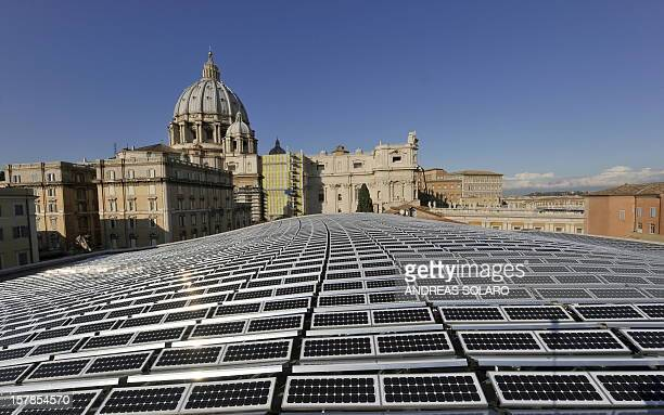 This picture taken on November 26 2008 at the Vatican shows the solar panels covering the roof of the Paul VI audience hall with the Basilica of...