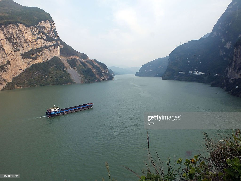 This picture taken on October 30, 2012 shows a boat on the Three Gorges reservoir area in Yichang, central China's Hubei province. The giant and controversial Three Gorges Dam on China's Yangtze River started from July 4 working at full capacity as the last of its 32 generators went into operation, state news agency Xinhua said. CHINA