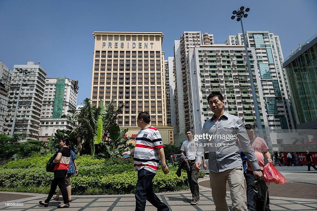 This picture taken on September 11, 2013 shows mainland Chinese tourists in Macau. Thousands in Macau, China's only gambling enclave, are to head to polling stations on September 15, 2013 for the city's fourth legislative election since its handover in 1999. AFP PHOTO / Philippe Lopez