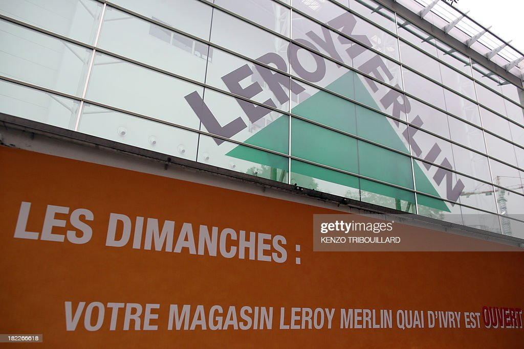 This picture taken on September 29, 2013 shows the entrance of a French hardware store 'Leroy Merlin' in Paris, with a banner reading 'On Sundays: your Leroy Merlin store is open'. The Bobigny tribunal outside Paris sentenced on September 26, 2013 Leroy Merlin and another hardware chain, Castorama, not to open 15 of their stores on Sundays, but the two brands decided not to comply with the decision. AFP PHOTO / KENZO TRIBOUILLARD