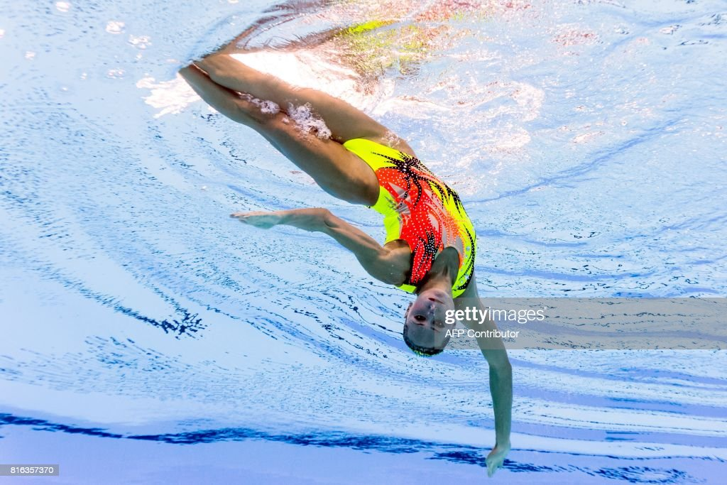 TOPSHOT - This picture taken with an underwater camera shows Ukraine's Anna Voloshyna competing in the women's solo free routine preliminary round during the synchronised swimming competition at the 2017 FINA World Championships in Budapest, on July 17, 2017. / AFP PHOTO / François-Xavier MARIT