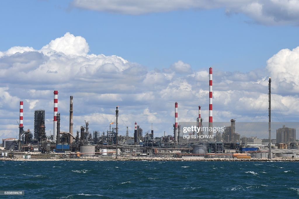 This pictures taken on May 30, 2016 shows the Lavera raffinery oil hub near Marseille, for the seventh day of the strike. France has been using strategic fuel reserves for two days in the face of widespread blockades of oil depots by union activists, the head of the oil industry federation said on May 25, 2016. / AFP / BORIS