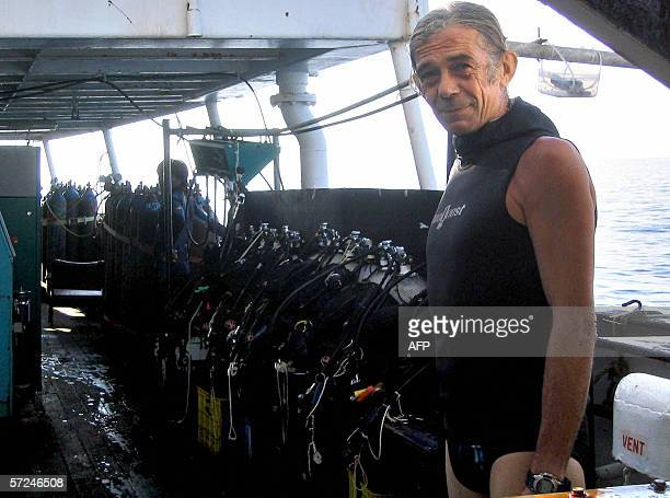 STORY 'INDONESIACRIMEARCHEOLOGYFRANCEGERMANY' This undated picture received 04 April 2006 shows French diver JeanPaul Blancan preparing for a dip...