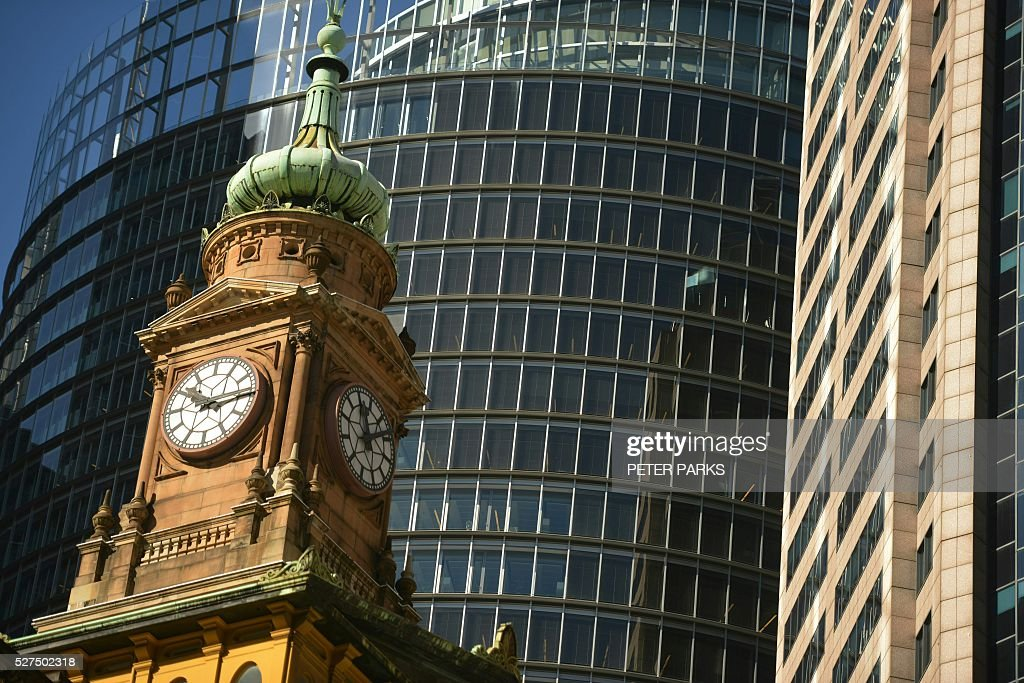 This view shows old and new buildings in the central business district of Sydney on May 3, 2016. Australia's central bank on May 3 cut its cash rate by 25 basis points to a historic low of 1.75 percent, with the move triggered by lower-than-expected inflation. / AFP / Peter PARKS