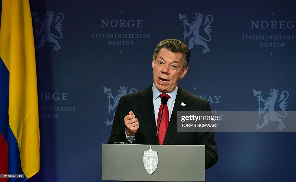 This year's Nobel Peace Prize laureate Colombian President Juan Manuel Santos addresses a news conference after talks with Norway's Prime Minister at the government's guest house in Oslo on December 11, 2016. President Juan Manuel Santos were awarded this year's Nobel Peace Prize for his efforts to bring Colombias more than 50-year-long civil war to an end. / AFP / TOBIAS
