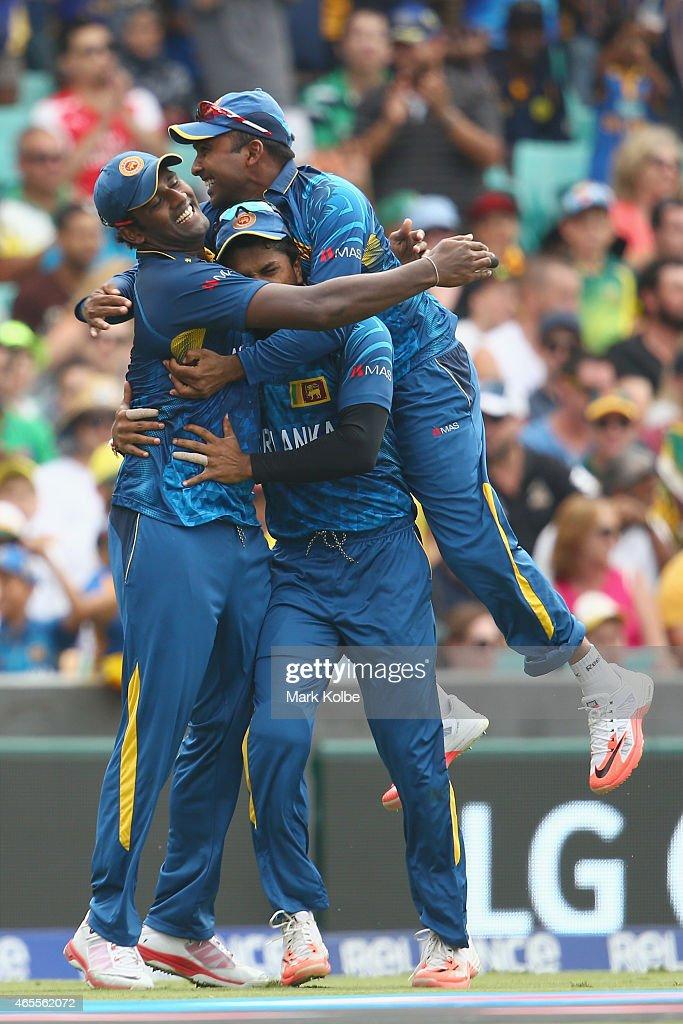 Thisara Perera Dinesh Chandimal and Mahela Jayawardene of Sri Lanka celebrate after Perera took the catch to dismiss Steve Smith of Australia during...