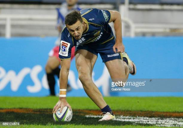 Thomas Banks of Brumbies scores a try during a match between Jaguares and Brumbies as part of Super Rugby Rd 14 at Jose Amalfitani Stadium on May 27...