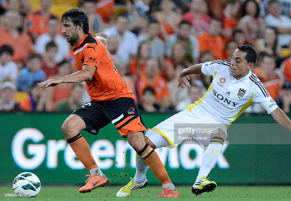<a gi-track='captionPersonalityLinkClicked' href=/galleries/search?phrase=Thomas+Broich&family=editorial&specificpeople=676225 ng-click='$event.stopPropagation()'>Thomas Broich</a> of the Roar gets past the defence during the round 14 A-League match between the Brisbane Roar and the Wellington Phoenix at Suncorp Stadium on January 1, 2013 in Brisbane, Australia.