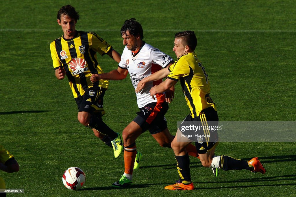 <a gi-track='captionPersonalityLinkClicked' href=/galleries/search?phrase=Thomas+Broich&family=editorial&specificpeople=676225 ng-click='$event.stopPropagation()'>Thomas Broich</a> of the Roar is tackled by Louis Fenton (R) and <a gi-track='captionPersonalityLinkClicked' href=/galleries/search?phrase=Albert+Riera&family=editorial&specificpeople=657194 ng-click='$event.stopPropagation()'>Albert Riera</a> of the Phoenix during the round 10 A-League match between the Wellington Phoenix and Brisbane Roar at Westpac Stadium on December 14, 2013 in Wellington, New Zealand.
