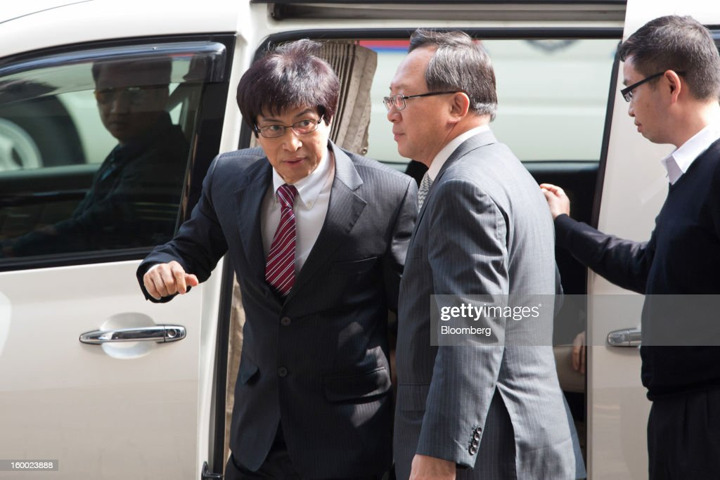 Thomas Chan, executive director of Sun Hung Kai Properties Ltd., left, arrives at the Eastern Magistrates' Court, in Hong Kong, China, on Friday, Jan. 25, 2013. The prosecution's bribery case against Sun Hung Kai's billionaire co-chairmen Thomas and Raymond Kwok and Hong Kong's former No. 2 official Rafael Hui will be ready by March, a court was told. Photographer: Lam Yik Fei/Bloomberg via Getty Images