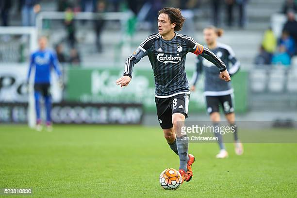 Thomas Delaney of FC Copenhagen controls the ball during the Danish Alka Superliga match between Viborg FF and FC Copenhagen at Energi Viborg Arena...