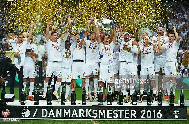 Thomas Delaney of FC Copenhagen lifts the trophy and celebrate with teammates as Danish Champions 2015/2016 after the Danish Alka Superliga match...