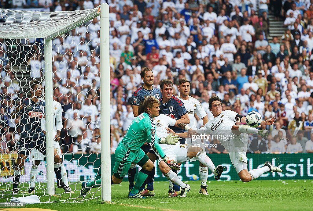 Thomas Delaney of FC Copenhagen scores the 1-1 goal against Goalkeeper <a gi-track='captionPersonalityLinkClicked' href=/galleries/search?phrase=Steffen+Rasmussen&family=editorial&specificpeople=12954244 ng-click='$event.stopPropagation()'>Steffen Rasmussen</a> of AGF Aarhus during the Danish Alka Superliga match between FC Copenhagen and AGF Aarhus at Telia Parken Stadium on May 29, 2016 in Copenhagen, Denmark.