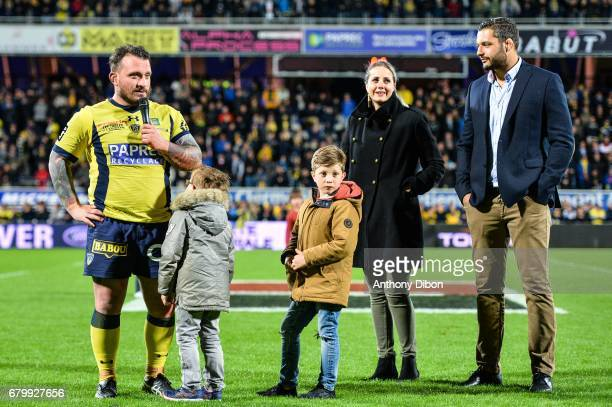 Thomas Domingo of Clermont his childs her wife and Damien Chouly during the Top 14 match between Clermont Auvergne and La Rochelle on May 6 2017 in...