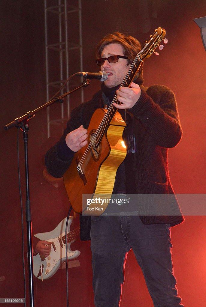 Thomas Dutronc performs 'Les Toiles Enchantees' Children Care Association Auction Dinner During The 50th Foire du Trone at Pelouse de Reuilly on March 29, 2013 in Paris, France.