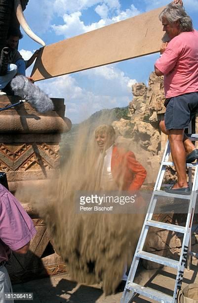 Thomas Fritsch Drehteam Dreharbeiten Werbetrailer zur PRO 7 Serie 'Glueckliche Reise ' Folge 18 'Sun City' 'The Lost City'/SüdAfrika Südafrika...