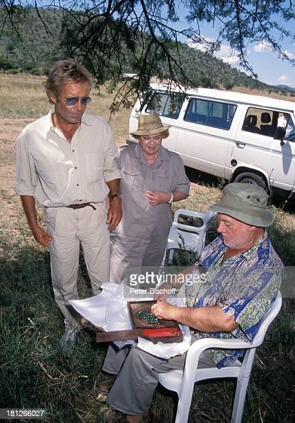 Thomas Fritsch Marianne Kiefer Bert Meister neben den Dreharbeiten zur PRO 7 Serie 'Glueckliche Reise ' Folge 18 'Sun City' 'The Lost City'/SüdAfrika...