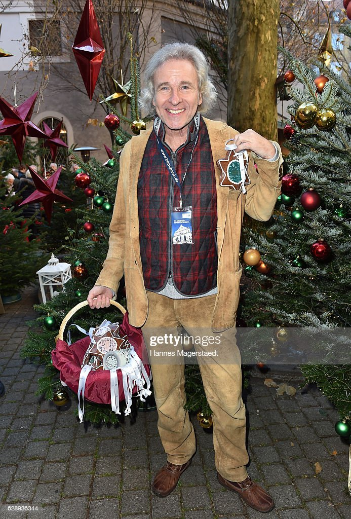 Thomas Gottschalk attends the 21th BMW advent charity concert at Jesuitenkirche St. Michael on December 10, 2016 in Munich, Germany.
